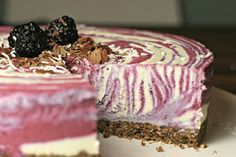 Raw plant powered blackberry coconut cheesecake - Dairy, sugar and gluten free!