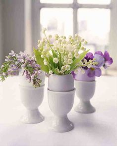 More than 20 arrangements to dress your table for Easter, Passover, Mother's Day, or any other joyous spring occasion.Hollowed-out eggshells make naturally beautiful vases for tiny flower arrangements.