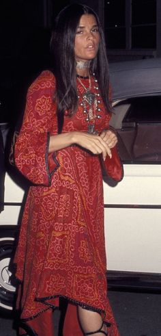 "Ali McGraw 1970s The ""boho"" hippie style, which was popular in the 70's. This fashion featured paisley or floral prints, drapey skirts and sleeves, and a loose fit."