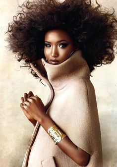 What an amazing Afro. Keep in mind: Top Hairstylists agree that when it comes to… Quel incroyable Afro. My Hairstyle, Afro Hairstyles, Big Hair, Your Hair, Top Model Poses, Fatima Siad, Photo Glamour, Curly Hair Styles, Natural Hair Styles