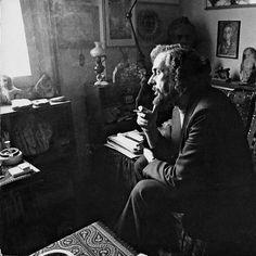 """""""Και οι λέξεις φλέβες είναι. Μέσα τους αίμα κυλάει"""" -  Γιάννης Ρίτσος / Σαν σήμερα γεννήθηκε στην Μονεμβασιά το 1909 #giannisritsos #ritsos #greatpoets #greekpoets #greekpoetry #greekliterature #gavrielidesbooks #bookstagram #lifo #instagreece #instadaily #popaganda #monastiraki #athens"""