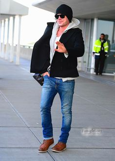 """Zac Efron arriving into JFK Airport for """"That Awkward Moment"""" promo ~ January 20, 2014"""