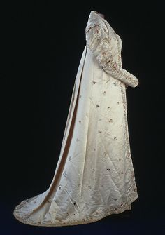 Dolley Madison's Silk Gown, 1810s Dolley Madison's silk satin open robe is hand-embroidered with flowers, butterflies, dragonflies, and phoenixes. It is typical of the style of the late 1810s.