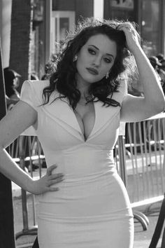 Kat dennings. Amazing figure. Finally a curvy girl takes centre stage!