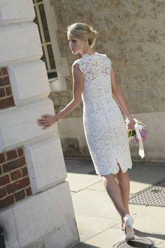 Beautiful bride in a stunning Valentino dress.  Photography by Eye Imagine Photography