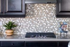 Inspired by the relaxing, natural, and blissful aura of spas, the Kismet Collection is a dazzling blend of glass and natural stone. With eight color options and four options of mosaic patterns: Mosaic, Hexagon, Interlocking, and Rhomboid available, the Kismet Collection is bound to keep your space refreshing and exquisite. #kitchen #backsplash #decorativetile #tile #mosaic