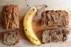 This super moist banana bread recipe uses brown rice flour as the main ingredient. It fluffs up like regular, white/wheat flour banana bread and the nutty-ness of the granules work amazingly well with the sweetness of the over-ripe bananas. Quick Banana Bread, Super Moist Banana Bread, Flours Banana Bread, Gluten Free Banana Bread, Banana Bread Recipes, Gluten Free Baking, Gluten Free Desserts, Baking Recipes, Whole Food Recipes