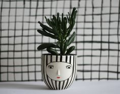 Striped cache-pot with 3d face ceramic black & by KinskaShop