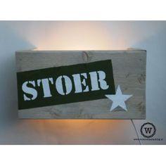 Steigerhouten #wandlamp met eigen #tekst! STOER