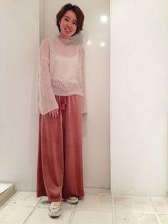 透かし編みのディテールが シアー感があり女性らしく とても可愛いアイテムとなっております♩