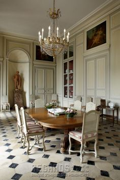 Château de La Motte-Tilly, salle à manger (Dining Room) - mid 18th Century. [source: www.Regards.Monuments-Nationaux.fr; Portfolio Collection of Regional Monuments]