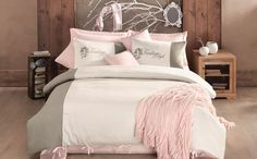 Girly bedroom. http://www.home-exclusive.ro/lenjerie-de-pat-lux-2-persoane-issimo-home-nelson?path=130_131_170