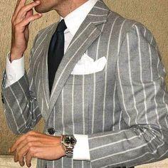 Un Ravageur ravage. Gentleman Mode, Gentleman Style, Mode Costume, Stylish Mens Outfits, La Mode Masculine, Pinstripe Suit, Braut Make-up, Mens Fashion Suits, Ootd Fashion