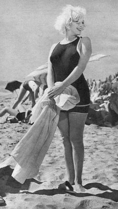 """30 Candid Photographs of Marilyn Monroe in Black Swimsuit From the 1959 Movie """"Some Like It Hot"""" Beach Scene ~ vintage everyday Classic Hollywood, Old Hollywood, Hollywood Actresses, Hollywood Glamour, Cinema Tv, Hot Beach, Some Like It Hot, Marilyn Monroe Photos, Norma Jeane"""