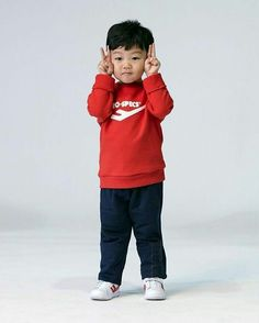 "Lee Si An (a. Daebak) from ""Return of Superman"" Cute Kids, Cute Babies, Baby Kids, Baby Boy, Korean Babies, Asian Babies, Lee Dong Gook, Superman Kids, Song Triplets"