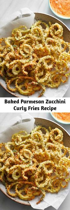 This healthy recipe combines two bar food favorites--fried zucchini and curly fries--into one tempting package. Serve these baked zucchini fries with a simple dipping sauce made with ranch dressing an Burger Side Dishes, Veggie Dishes, Vegetable Recipes, Vegetarian Recipes, Vegetarian Appetizers, Zucchini Pommes, Zucchini Fries, Recipe Zucchini, Low Carb Recipes