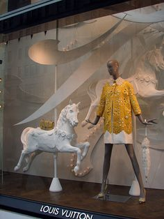 Beautiful Window Displays!: louis vuitton it is