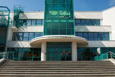 Y en Suchdol está la escuela primaria de Mikoláš Aleš.