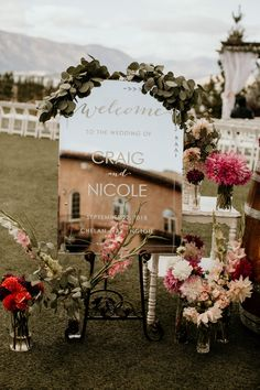 mirror outdoor wedding welcome sign Wedding signs may seem to be a last-minute detail, but seeing as the welcome sign greets your guests. Why not start with it? Chic Wedding, Wedding Details, Wedding Day, Wedding Bride, Reception Signs, Wedding Signage, Chalkboard Wedding, Diy Wedding Welcome Sign, Rustic Wedding Decorations