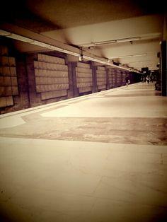 Trec pe la metro,vad aceleasi zile.