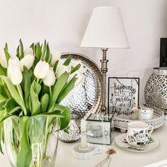 Za oknem na powrót zima, ale tak niewiele potrzeba by poczuć wiosnę 😉  .  .  #homedecoratio #freshflower #whiteflowers #whitetulips #myinteriordetails #homemylove #dekoracje #domowe #kwiatywdomumusząbyć #lubiekwiaty #białetulipany # Entryway Tables, Photo And Video, Furniture, Instagram, Home Decor, Decoration Home, Room Decor, Home Furnishings, Home Interior Design