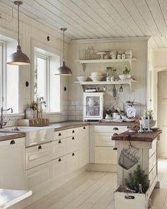Kuchnia cała w bieli  Czysto jasno i świeżo!  Sprawdźcie nasze dotychczasowe realizacje na http://ift.tt/2cjTx0M  #bogaccypl #kuchnia #kuchnie #inspiracje #inspiracja #wnętrza #mojemieszkanie #mojdom #aranżacjawnętrz #meblekuchenne #mojakuchnia #meble #pomysł #pieknakuchnia #kitchen #kitcheninspo #interiordesign #decor #pinterest #polska #cozy