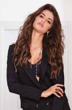 H Star Hellas 2018 @bella_ioanna fφοράει κοσμήματα KΛRKΛLIS απο τη Diamond Collection. Χρυσό Κολιέ Κ18. Μαργαριτάρια, Ρουμπίνια & Λαμπραντορίτης Χρυσό Δαχτυλίδι Κ18. Λαμπραντορίτης & Πολύχρωμα Διαμάντια 0.72 ct Miss America, Universe, V Neck, Tops, Women, Fashion, Moda, Fashion Styles, Cosmos