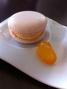 Macarons crémeux au yuzu et confit de kumquat