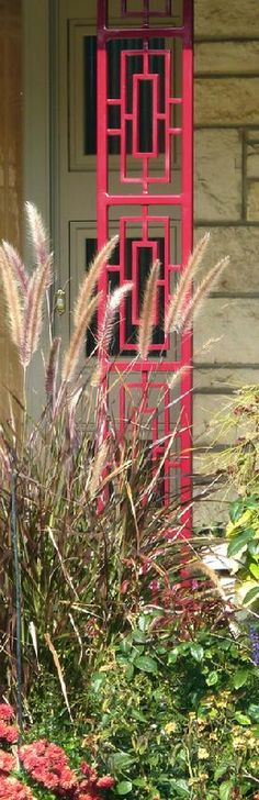 The design of this mid-century porch post is fantastic, and the pop of red makes it even better