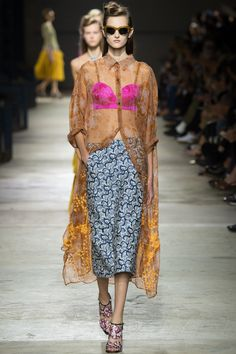 Dries Van Noten Spring 2016 Ready-to-Wear Fashion Show - Viola Podkopaeva