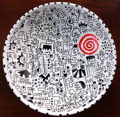 """#Nigeria """"Incantations"""" (encantamientos) es el nombre de esta pieza exclusiva creada por el artista nigeriano #VictorEkpuk. Escritura nsibidi y porcelana que demuestran que el arte africano contemporáneo no tiene límites.   Entrevista a Ekpuk: bit.ly/1oXok0v Global Art, Decorative Plates, Drawings, Home Decor, African Art, Interview, Writing, African, Porcelain Ceramics"""
