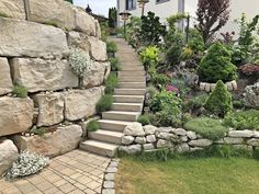 Der Garten im Frühling – Fashion Kitchen - Modern Landscaping Retaining Walls, Front Yard Landscaping, Hillside Landscaping, Landscaping Ideas, Pool Landscape Design, Garden Design, Landscaping Around Trees, Sloped Yard, Traditional Landscape