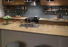 Redesigning Your Kitchen Area: Choosing Your New Kitchen Counter Tops – Outdoor Kitchen Designs Outdoor Kitchen Countertops, Formica Countertops, Bathroom Countertops, Narrow Kitchen, New Kitchen, Kitchen Decor, Kitchen Ideas, Backyard Kitchen, Outdoor Kitchen Design