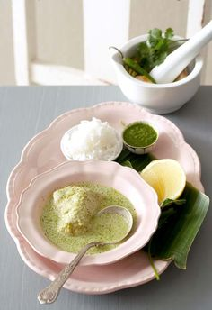 Thai fish curry with coriander Includes green curry paste recipe Indian Food Recipes, Asian Recipes, Ethnic Recipes, Easy Weekday Meals, Fish Curry, Green Curry, Curry Paste, Recipe Search, Coriander