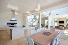 Noosa Holiday Home by Carole Tretheway Design