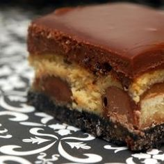 #212438 - Salted Caramel Twix Cheesecake Bars