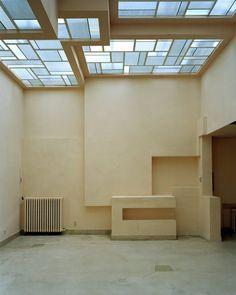 Le salon rose et son toit de vitraux dessinés par le verrier Louis Barillet.