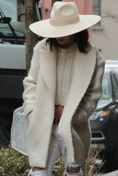 vogue-europe: vanessahudgensfashionstyle:Vanessa Hudgens out and about in NYC (Mar. Love her style Street Style, Street Chic, Street Fashion, Street Wear, Style Vanessa Hudgens, Mode Outfits, Winter Outfits, Hermes, Look Star