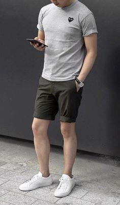 51 Chic White Sneaker Outfit You've Ever Laid Eyes On - Men's style, accessories, mens fashion trends 2020 Classy Casual, Men Casual, Casual Styles, Classy Chic, White Sneakers Outfit, Summer Sneakers, Sneaker Outfits, Look Man, Cool Summer Outfits