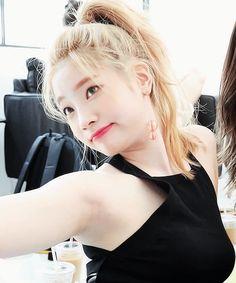 January 17 2019 at Nayeon, Kpop Girl Groups, Korean Girl Groups, Kpop Girls, Twice Dahyun, Tzuyu Twice, Rapper, Kpop Girl Bands, Sana Momo