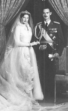 Grand Duke Jean of Luxembourg and Princess Joséphine-Charlotte of Belgium on their wedding day. The bride is wearing the Congo Diamond Necklace Tiara. The tiara was given to the princess as a wedding gift by the Société Générale, the Belgian national bank Royal Wedding Gowns, Royal Weddings, Wedding Bride, Wedding Dresses, Royal Crowns, Royal Jewels, Grand Duke, Royal Brides, Norfolk