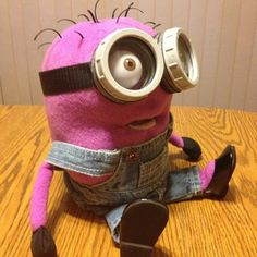 Custom Made Purple Minion Puppet - Wooooah that's for the kids next year for suuure. Yellow Minion, Purple Minions, Minion S, Minion Movie, Minion Banana, Minion Pattern, Puppet Tutorial, Custom Puppets, Puppet Patterns