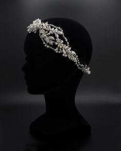 Tiara flexible con flores. Crown, Jewelry, Order Form, Flower Tiara, Brides, Corona, Jewlery, Bijoux, Schmuck