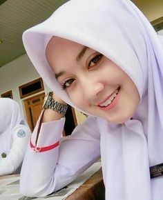 Jilbab Smile: Smile Hijaber is Very Cute Beautiful Muslim Women, Beautiful Hijab, Beautiful Asian Girls, Casual Hijab Outfit, Hijab Chic, Hijabi Girl, Girl Hijab, Muslim Fashion, Hijab Fashion