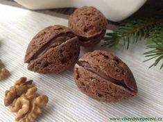 Plněné kakaové ořechy - Víkendové pečení Christmas Sweets, Christmas Candy, Christmas Cookies, Eclairs, Desert Recipes, Four, Red Velvet, Nutella, Baked Goods