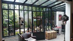 Salon sous veranda au style Atelier d'artiste | Turpin Longueville | #basileek #veranda #artiste