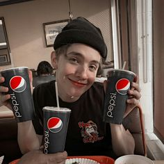 Patrocinando a Pepsi 😂😂 Pepsi, Noah Meme, Life Is Beautiful, Love Of My Life, Patrick Schwarzenegger, Bailey May, Noah Urrea, Aesthetic Boy, Boyfriend Material