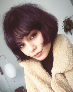 Cute Short Bob Haircuts and Hairstyles with Bangs - Page 2 of 26 - Hair Trends Website Short Hair With Bangs, Hairstyles With Bangs, Short Hair Cuts, Short Bob With Fringe, Vanessa Hudgens Short Hair, Short Bob Haircuts, Grunge Hair, Green Hair, Dark Hair