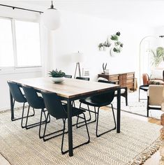 Cool And Contemporary dining room rugs for hardwood floors made easy Living Room Lighting, Living Room Chairs, Living Rooms, Room Rugs, Dining Room Design, Diy Room Decor, Home Decor, Rustic Furniture, Wall Planters
