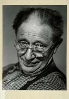 "FAKf-100657.282728 Premiebilde frå fotograf Martin Velle sitt arkiv. Etikett: ""Udstilled på 3. internationale udstilling af billedmæssig fotografi i Danmark 1950."" Portrett, mann, Ørsta | 1947 - 1948"